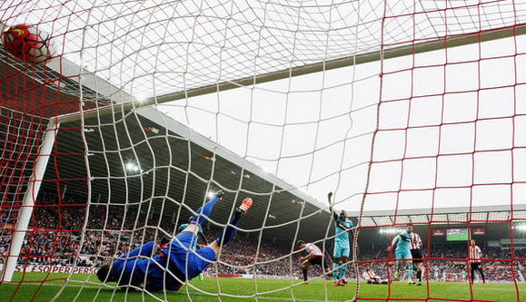 Carl Jenkinson scores against Sunderland yesterday.  Getty Images Europe